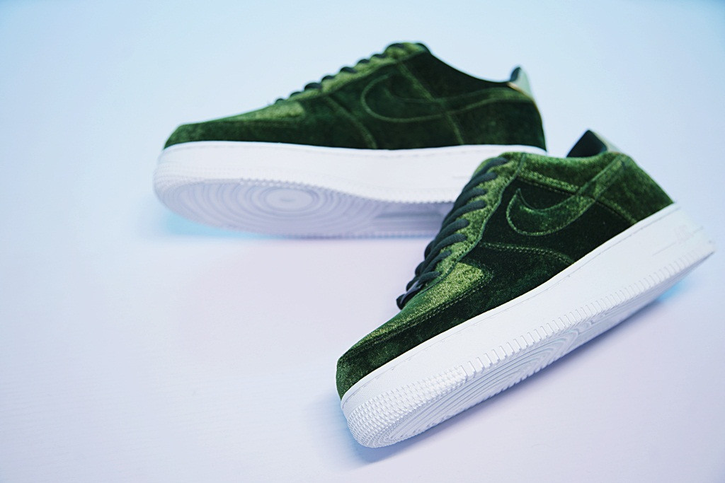 16db15bc Женские кроссовки Nike Air Force 1 '07 Low Velvet